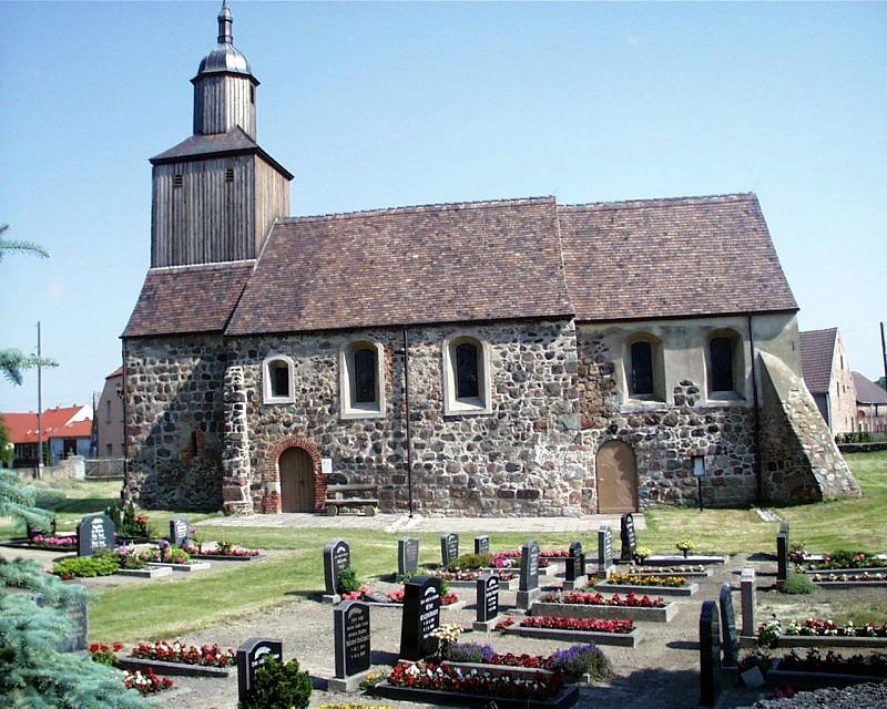 Dorfkirche und Friedhof von Lindow