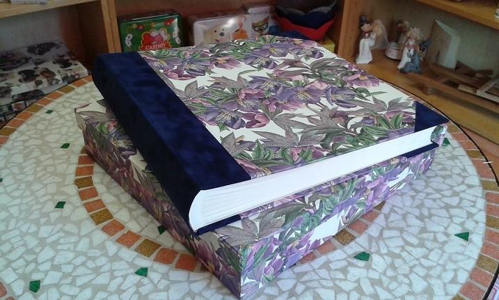 Album nozze cm. 35x35 con dorso e angoli in alcantara e scatola abbinata