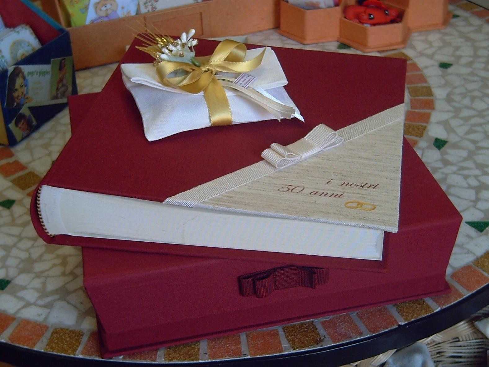 Album per nozze d'oro con scatola a libro chiusa da calamita