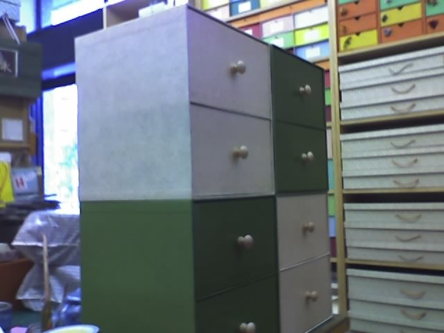 Cassetti realizzati per attrezzare i vani di una libreria