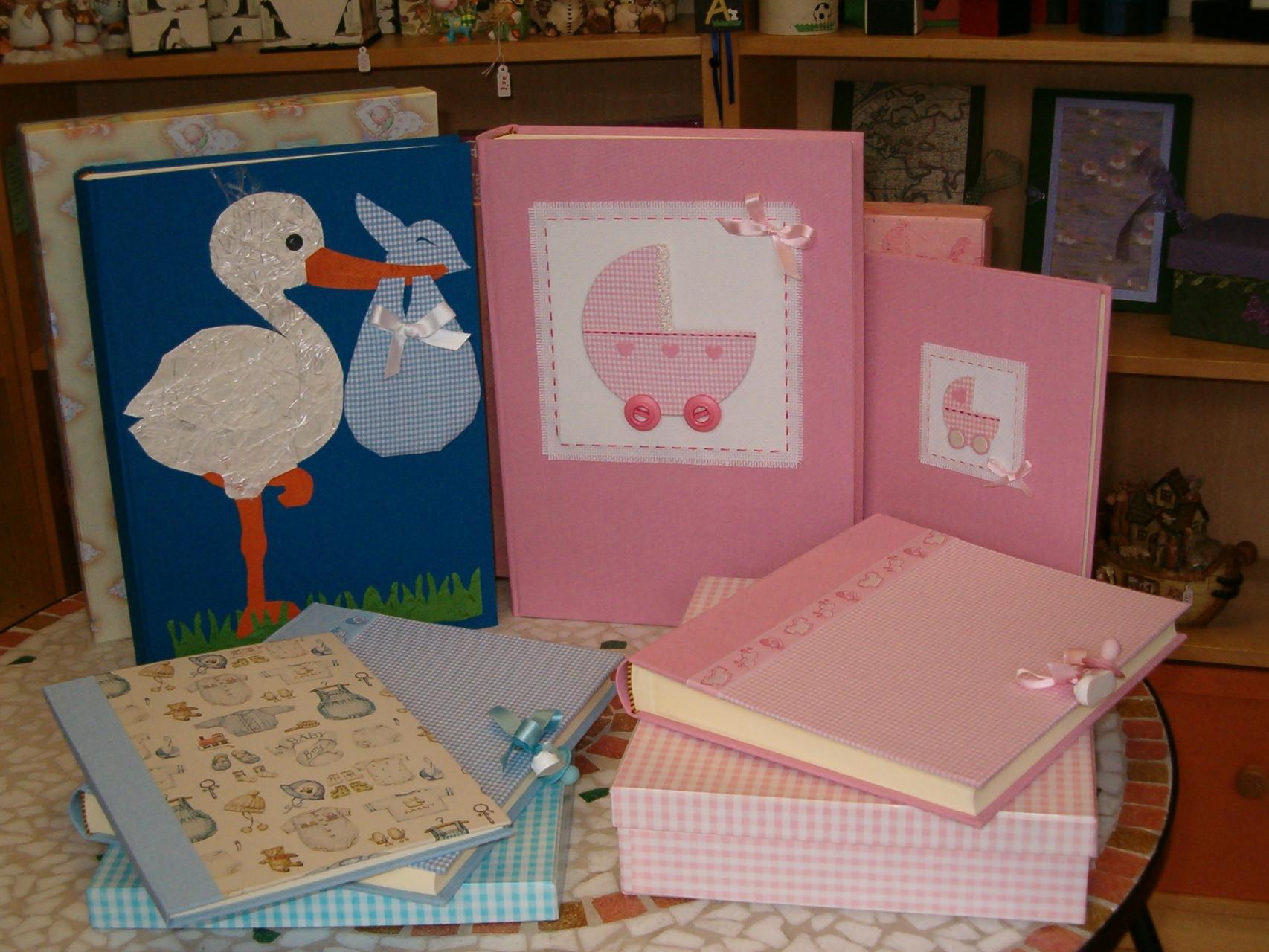 Album e quaderni nascita in tela con collage realizzati a mano
