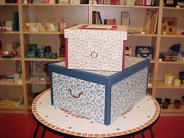 Scatole per armadio profilate in tela e con maniglie in ottone