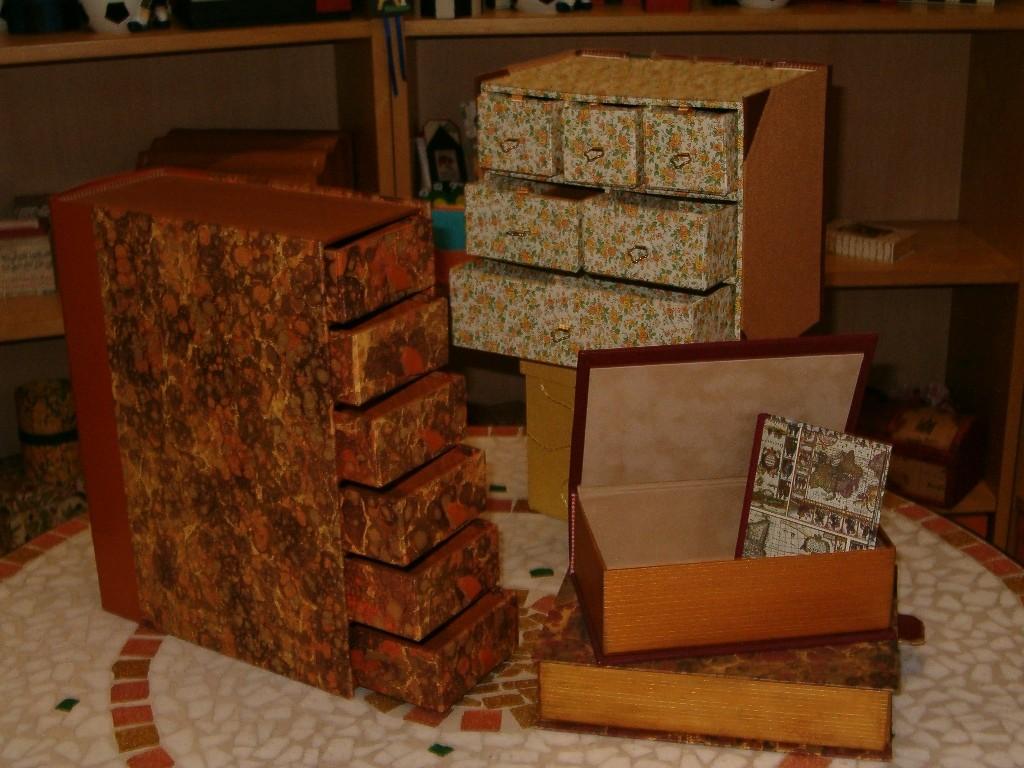 Dettagli dei cassetti e delle scatole aperte