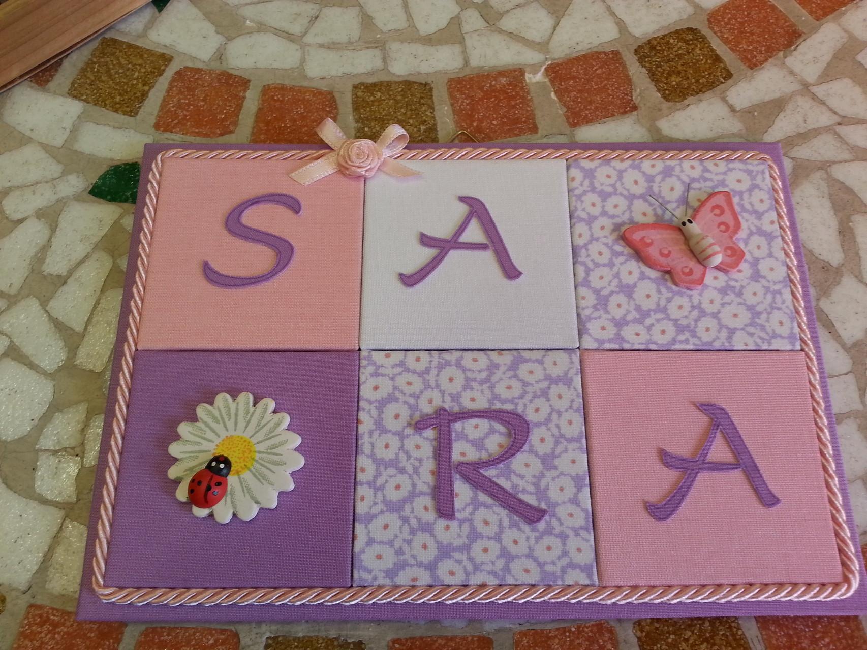 Un pannello in stoffa per i nomi dei vostri bambini