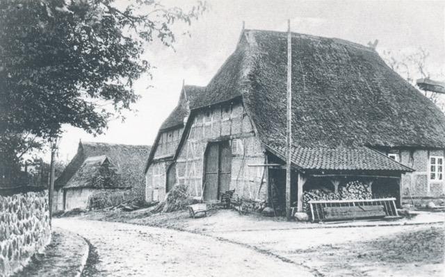 Altes Rauchhaus (um 1910) hier wurden noch bis nach dem zweiten Weltkrieg Würste und Speck geräuchert  Hauptstraße - Ecke Enge Straße, heute Volksbankgelände (Foto private Sammlung)