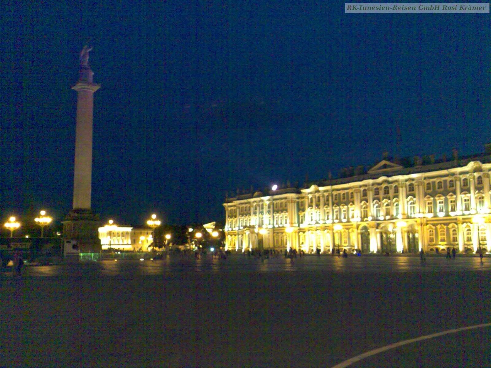 Winterpalast mit Eremitage Museum bei Nacht