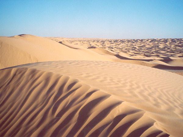 Grand Erg Oriental, die grösste Ansammlung von Dünenketten aus puderfeinem Sand in den grenzenlosen Weiten der Sahara Südtunesiens