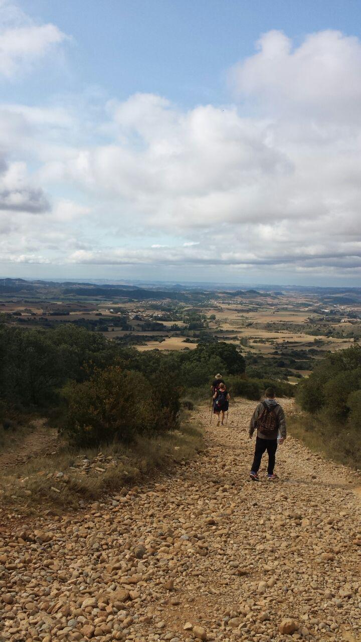 ...und wieder runter, kilometerlanger Abstieg über grobes Geröll. Aber das Wetter wurde besser und blieb es auch.