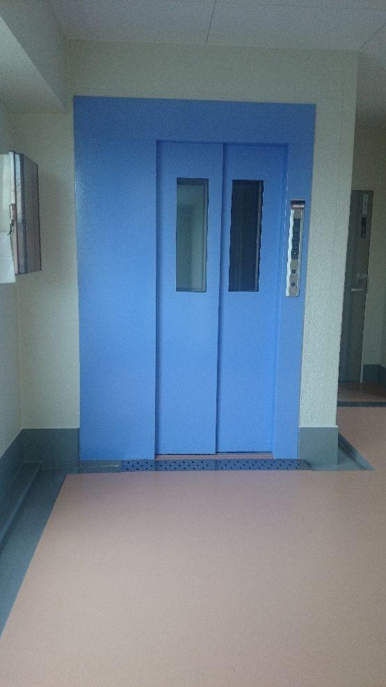 塗り替え後のエレベーター