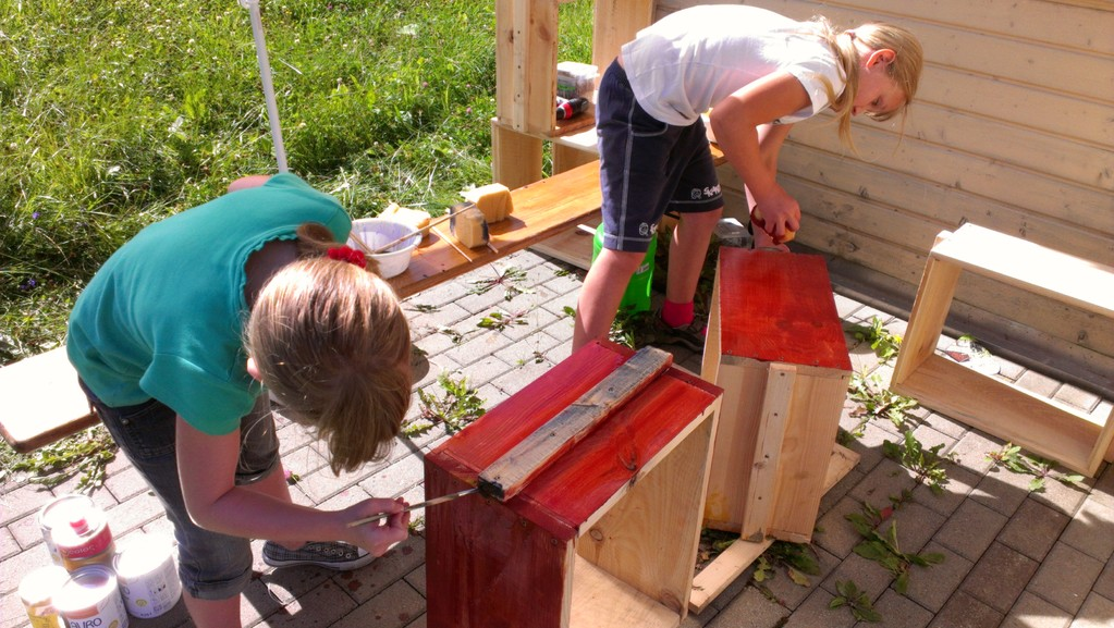 Bienenkisten bemalen mit ökologischen Farben und Pigmenten