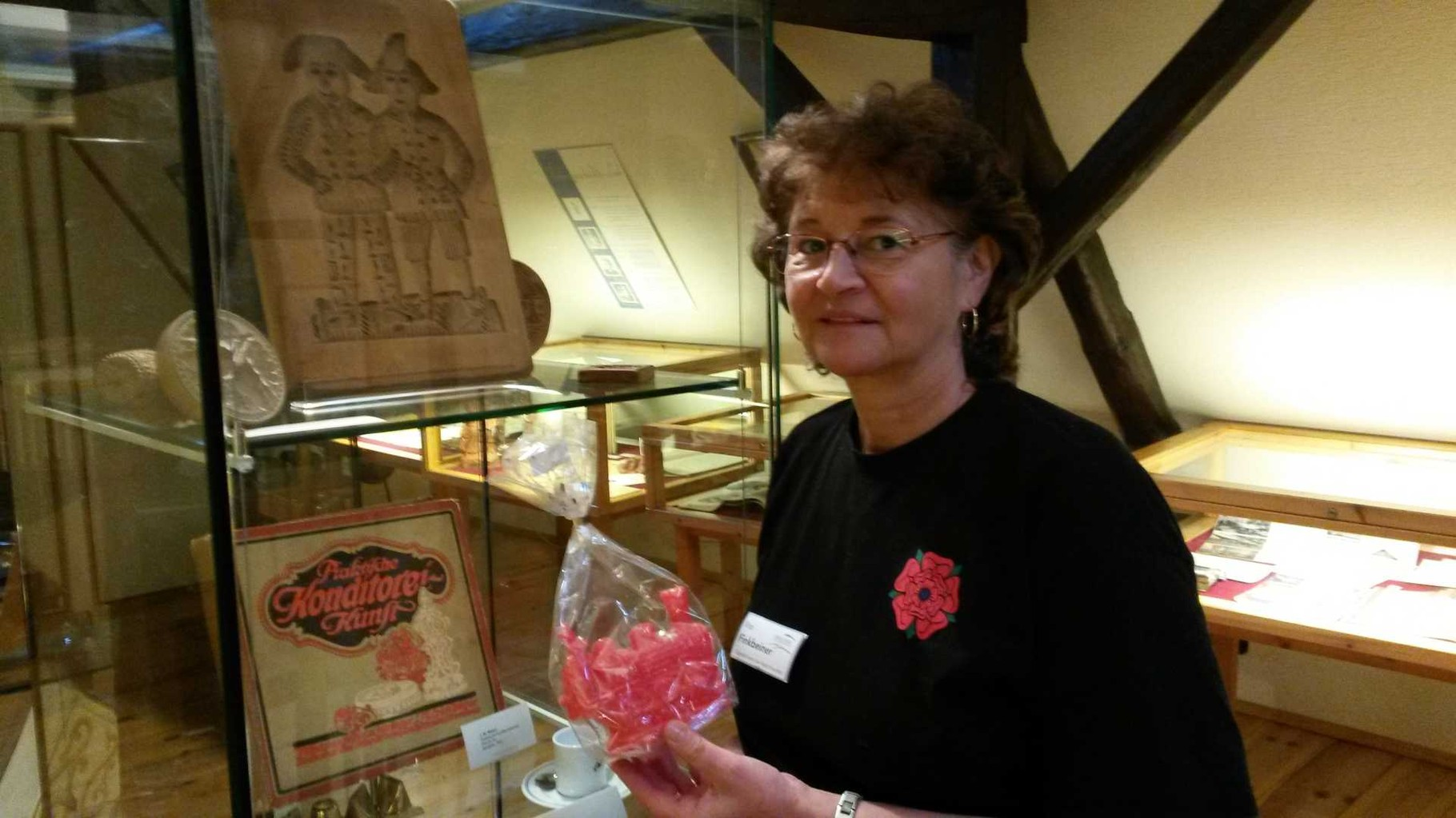 Rita Finkbeiner mit Zuckerwerk