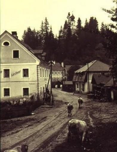 Beim Gasthof Steinecker rennen die Rindsschnitzel vorbei