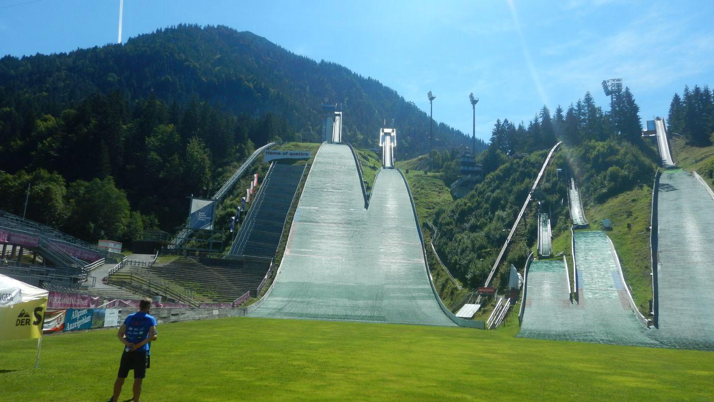 """Oberstdorfer """"Erdinger Arena"""" im Sommer"""