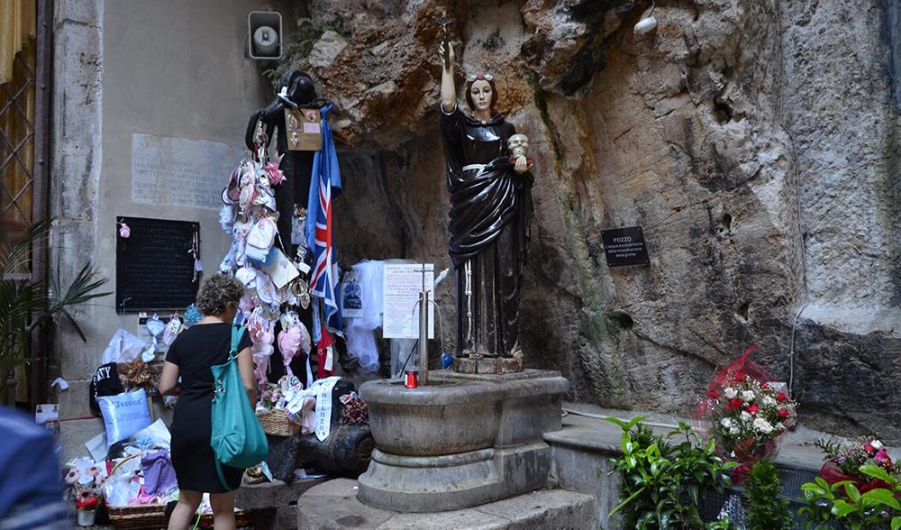 Santuario di rosalia; monte pellegrino. Neem bus 107 of 603 vanaf piazza Politeama