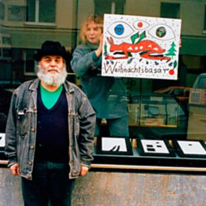 A.R.Penck 1993 vor dem Schaufenster der Edition Klöckner, Scheurenstr. 44, Düsseldorf