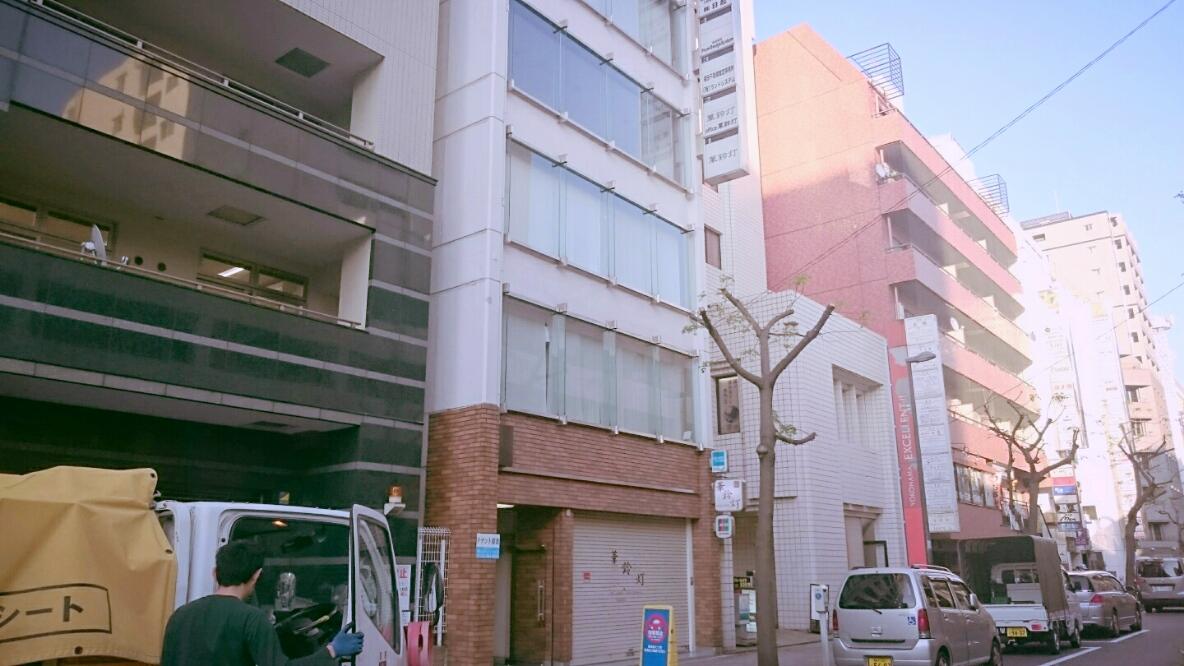 ⑥ 左手 2つ目の建物 4階