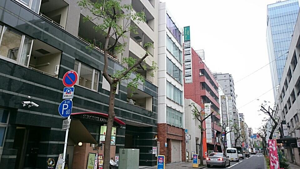 ④ 信号渡り 2つ目の建物