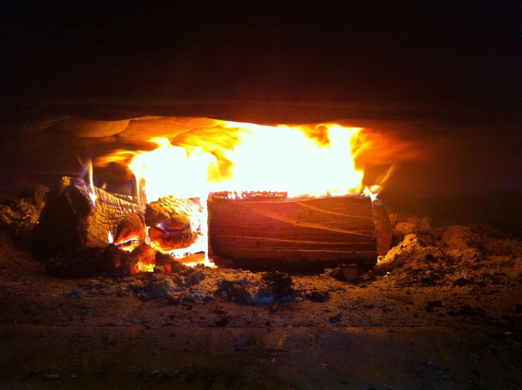 warm,,, heiss,,, bald kommt das Brot hinein,,,