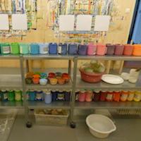 Atelier mit Farben
