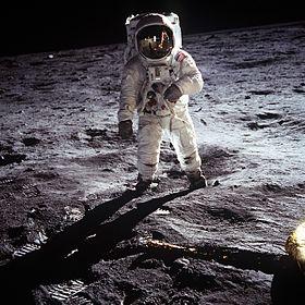 // Foto: wikimedia / nasa/ Astronaut Aldrin auf dem Mond /
