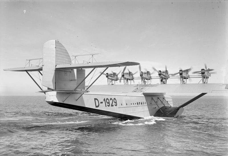 wikimedia: Bundesarchiv_Bild_102-10704,_Flugschiff_Dornier__Do_X__vor_dem_Start.jpg