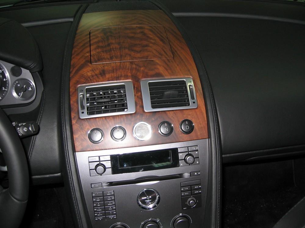 console GPS Aston Martin DB9