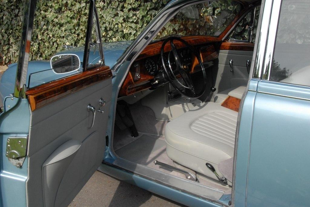 sellerie et tradition voitures anciennes et de collection restauration dans le respect de l. Black Bedroom Furniture Sets. Home Design Ideas