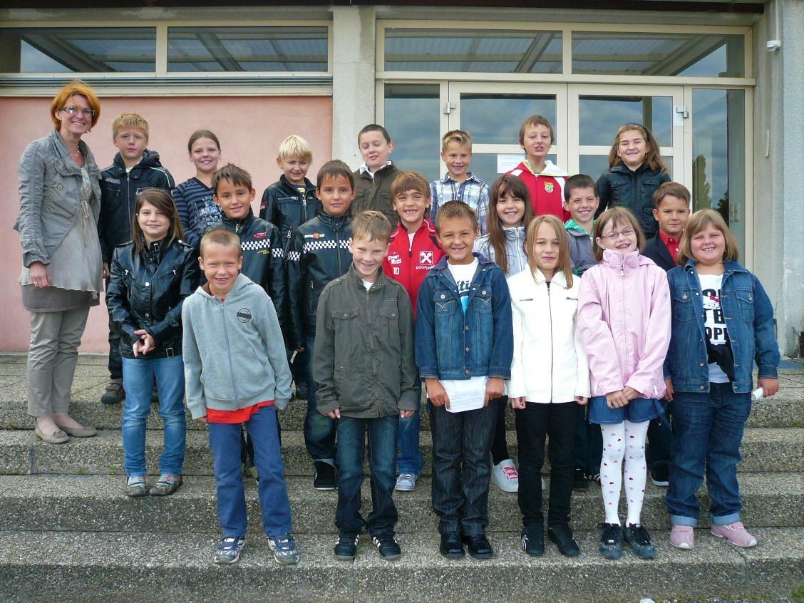 2010-11  _  2.Kl. (3./4. Schst.) mit KL Theresia Trummer