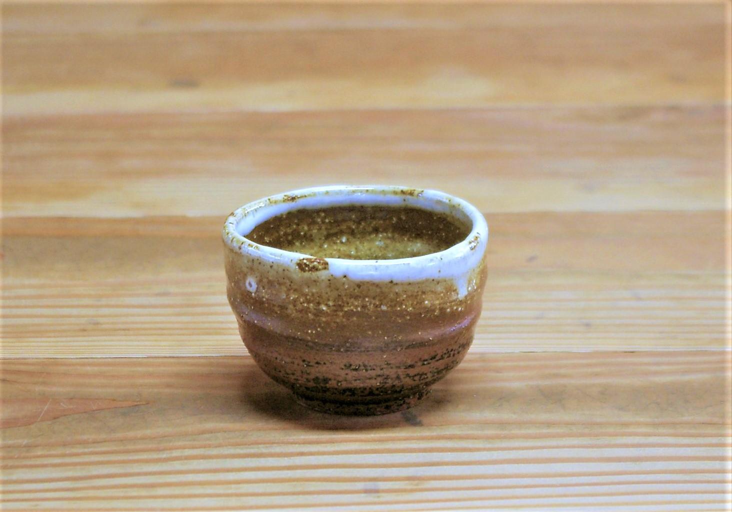 小さめの湯呑  施釉:口元のみ白マット、内外側に薄い黄瀬戸