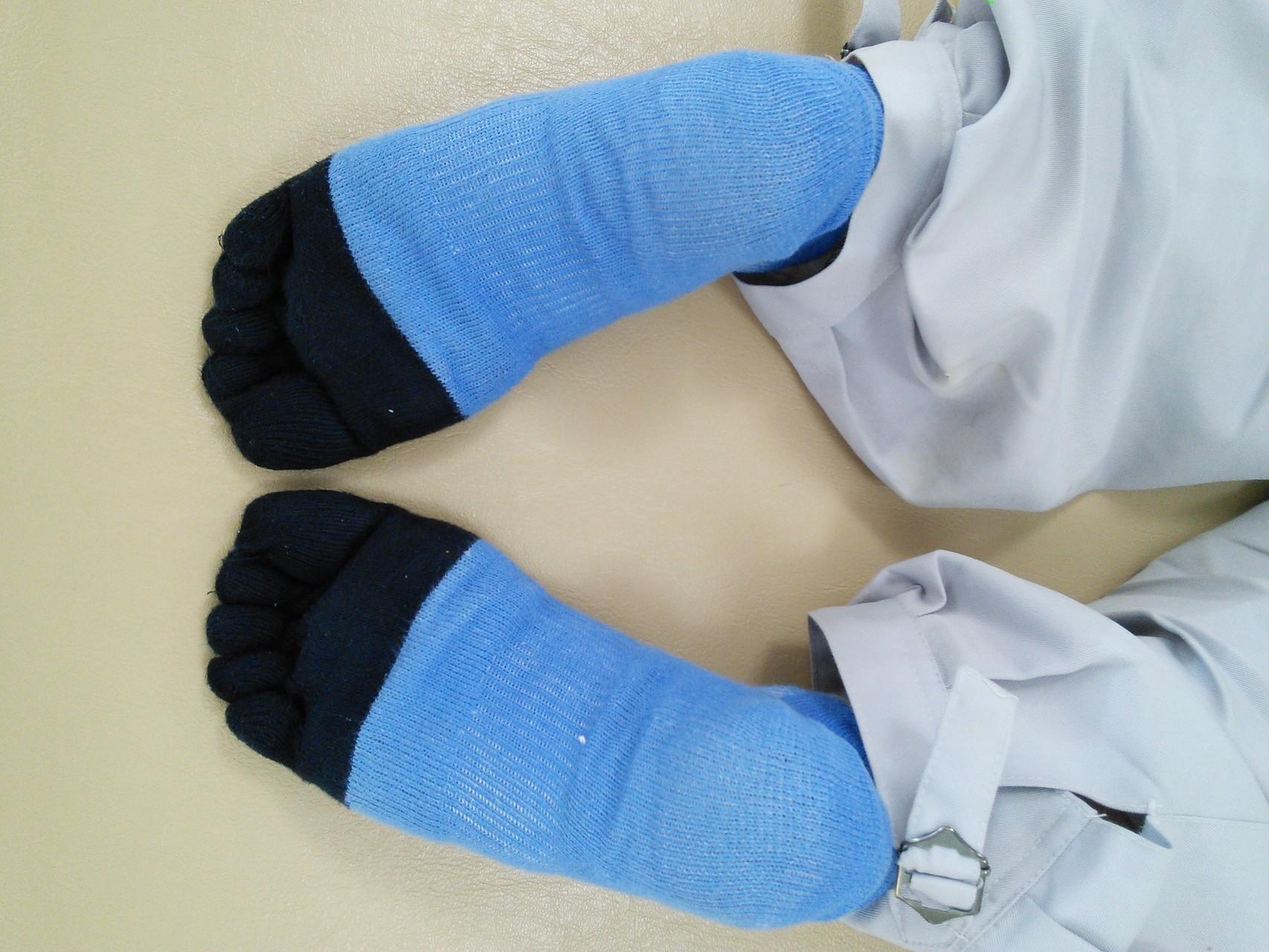 骨盤修正後、両足が揃っています。