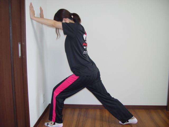 壁を使った 肩・腰・ふくらはぎ・アキレス腱 改善ストレッチ