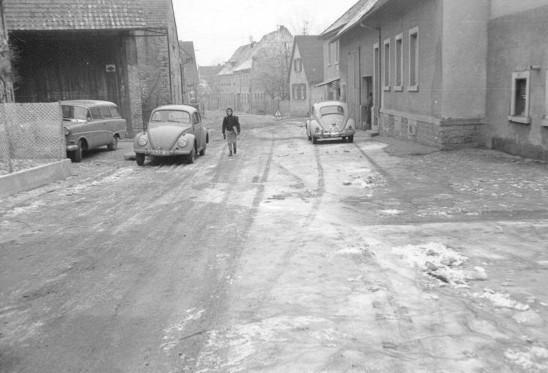 Glatteis in der Dürrenbüchiger Strasse ( Es gab noch keine Kanalisation!)
