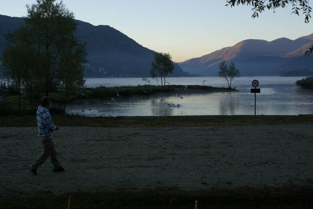 ...plazierten wir den Camper direkt am See