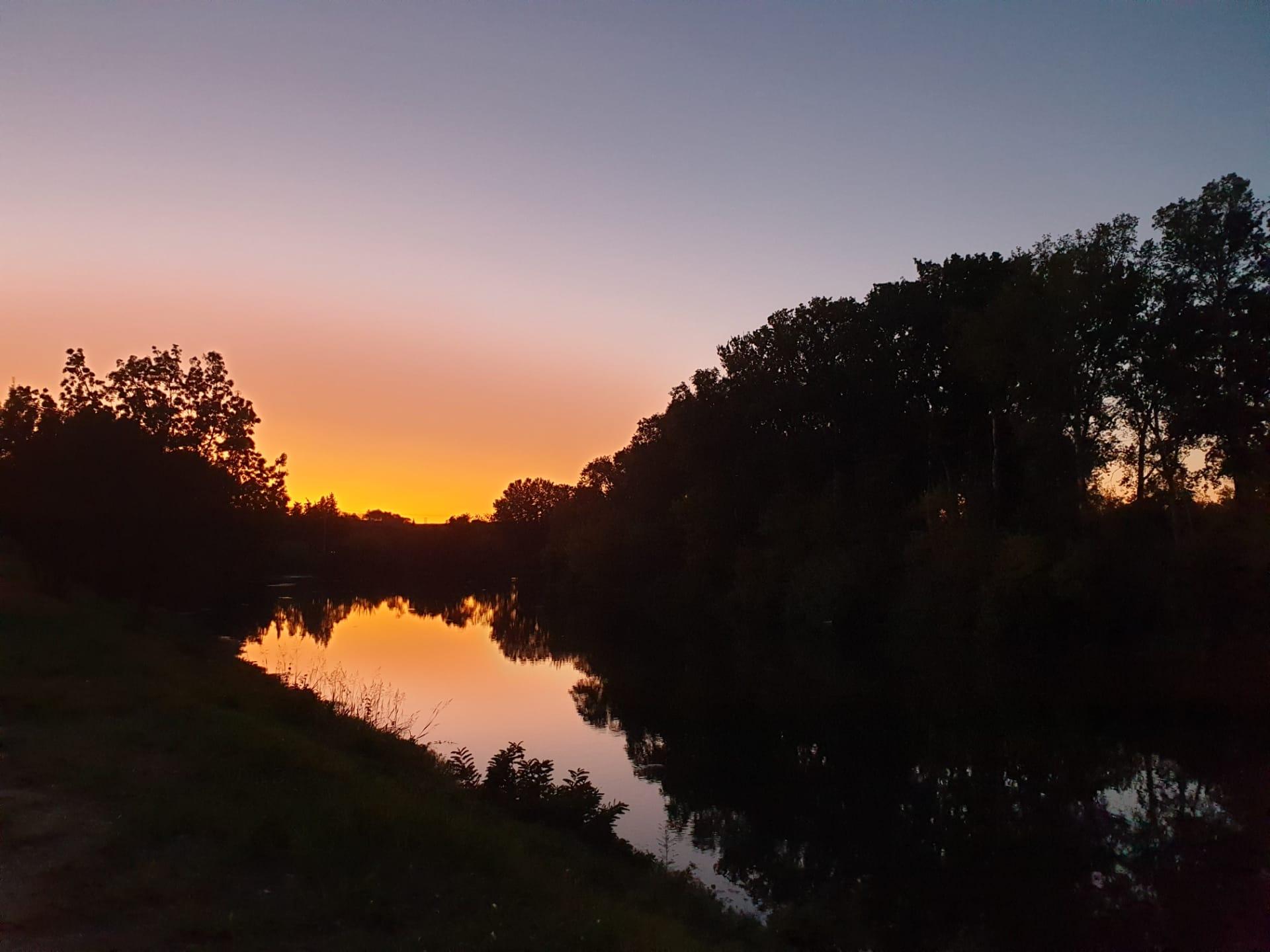 Couché de soleil sur le Rhône près de notre Aire