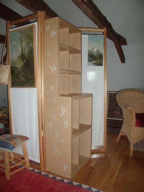 """Bibliothèque en carton (Cf. """"Sur mesure"""")"""
