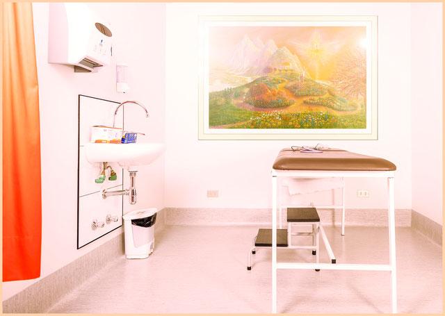 Das Bild 'Kraftplatz im Paradies der Neuen Zeit' bringt Farbe, Entspannung und Wohlbefinden in den Praxisraum