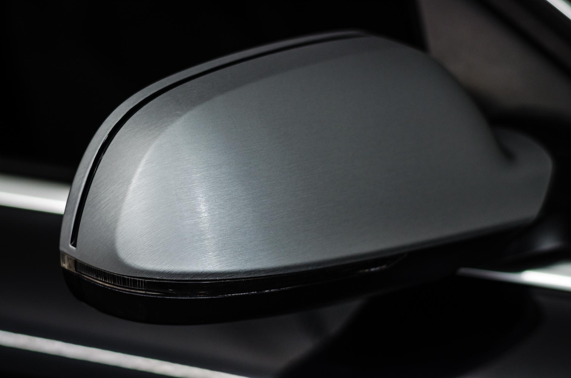 Folierung:  Brushed Aluminium