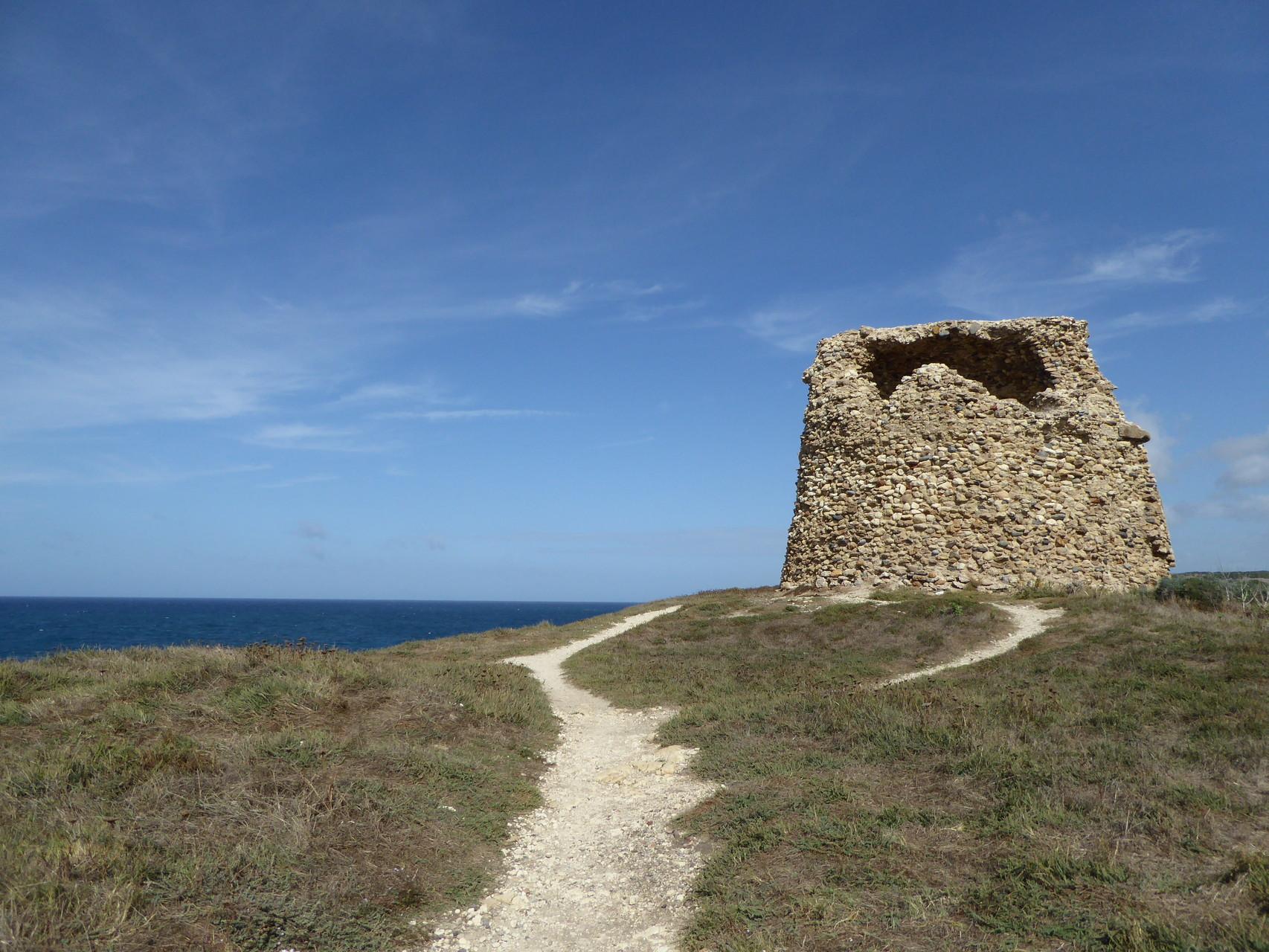 Eine der vielen Nuraghen der Insel. Und schon wieder ist es traumhaft schön. Verdammt :-).