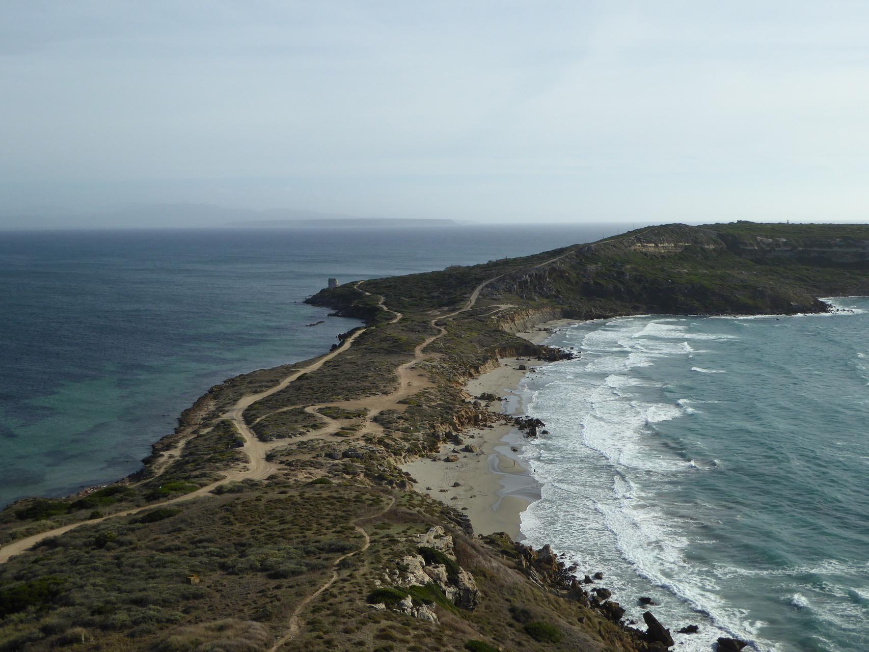 ...wird mit einem grandiosen Ausblick auf die Landzunge am Capo San Marco belohnt.