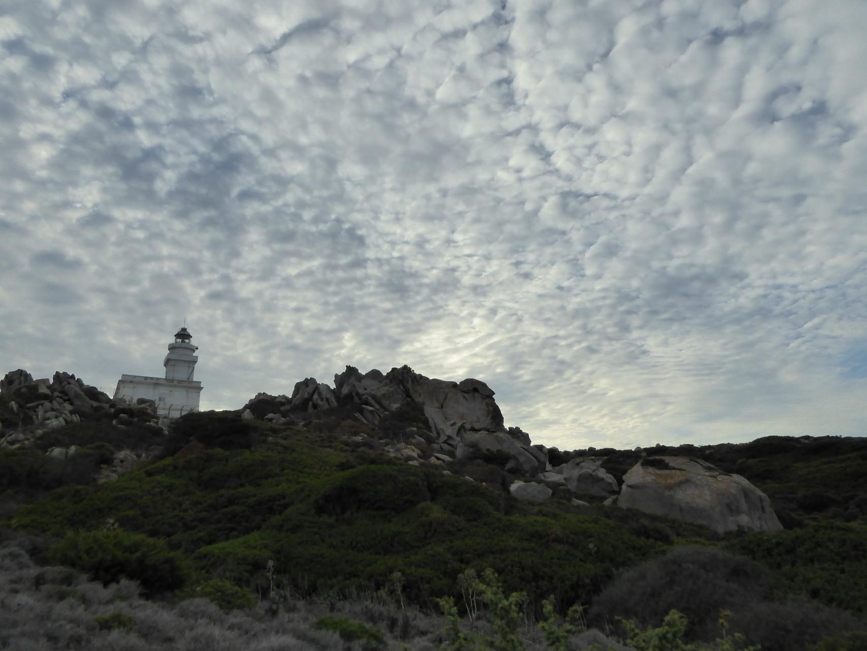 Wolkenformationen sorgen für reichlich Dramatik am Capo Testa. Und so'n bisschen Drama hat ja noch keiner Beziehung geschadet ;-).