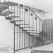 alte Treppe - modernisierungsbedürftig