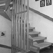 Holztreppe vor der Renvoierung - Bucher Treppen vorher/nachher