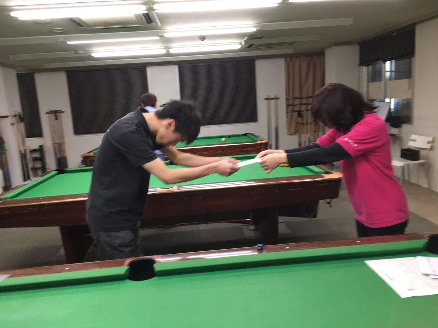 賞金の受け取り方も様々。最近好調の3位タイ、上田くん!