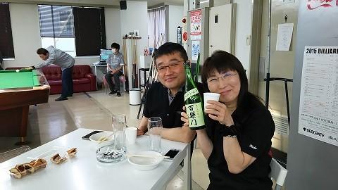 ご夫婦での参加でーす。日本酒片手に