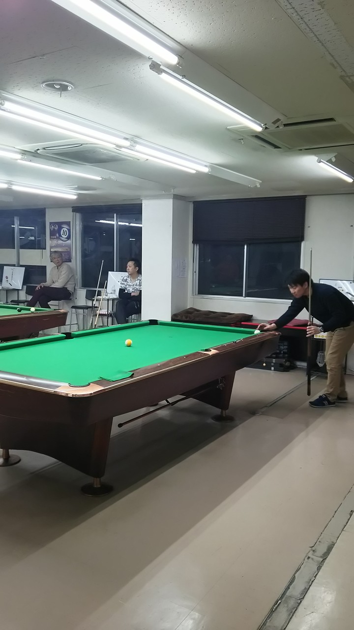 リーグ戦で同着対決はセンターショット!A級はここから、、難しい~。撞くのは生田君。見事!!抜きましたぁ。。