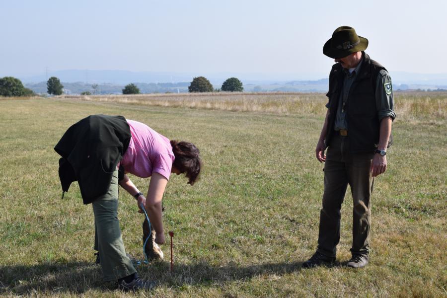 Martina Wirth-John bereitet den Anschuß vor.