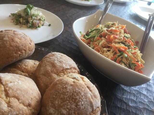 切り干し大根と干し人参のベトナム風サラダはパンで挟んで