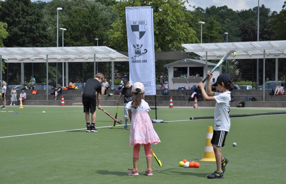 Ein gelungenes Event: Hockeyschnuppern für Grundschulkinder