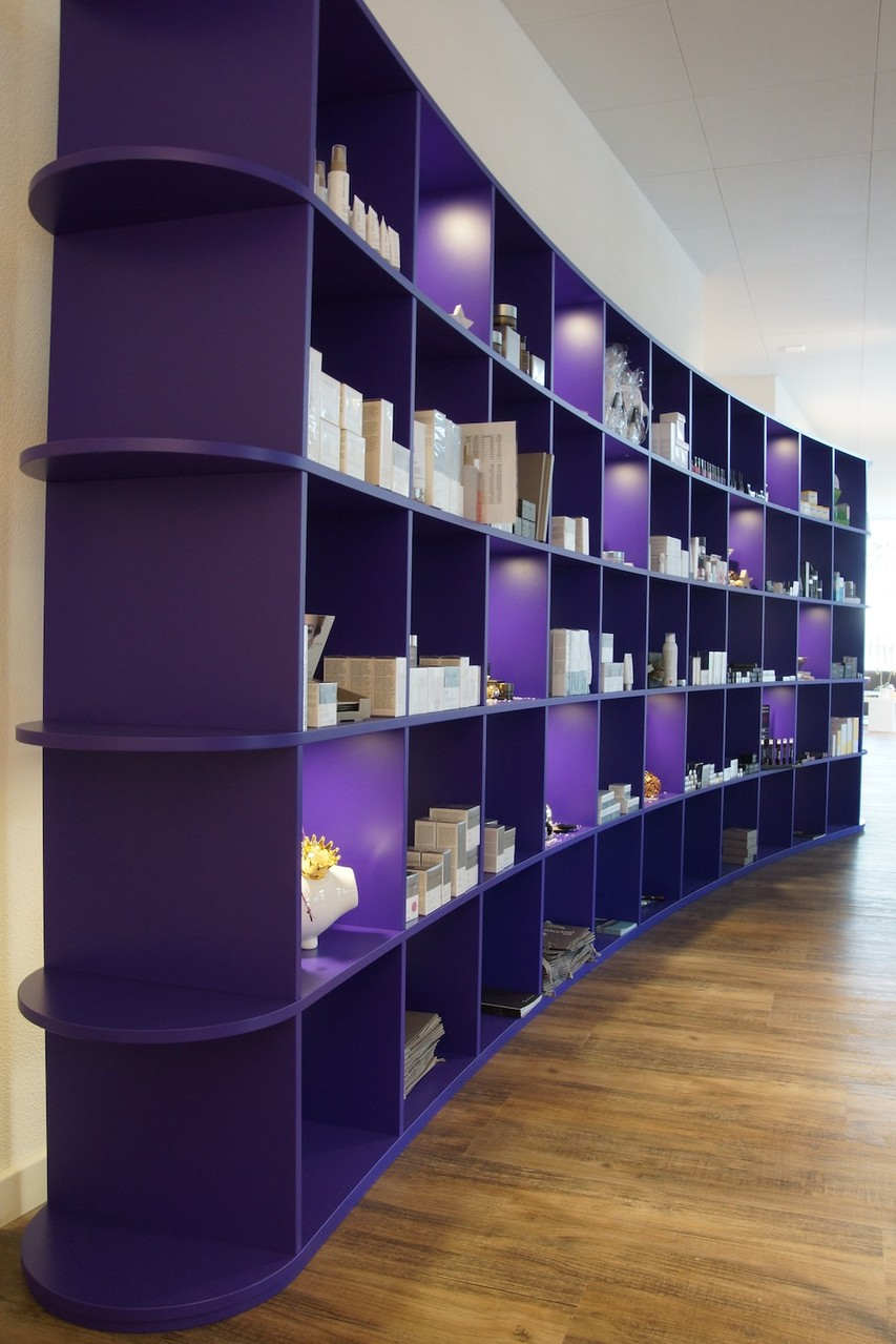 Material: violet lackiert
