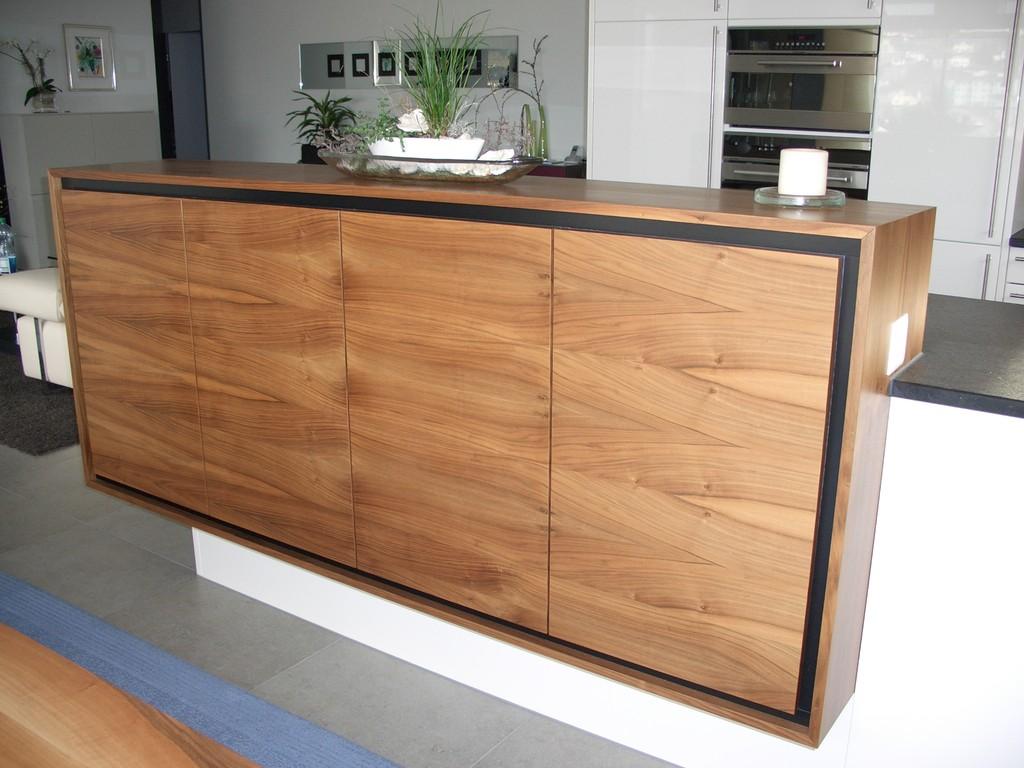 Material: Barsideboard in amerikanischer Nussbaum